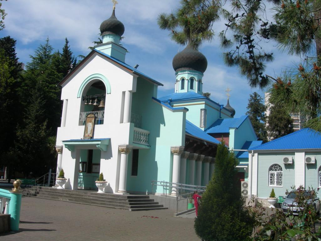 Храм Живоначальной Троицы в Сочи (Адлер) 2014